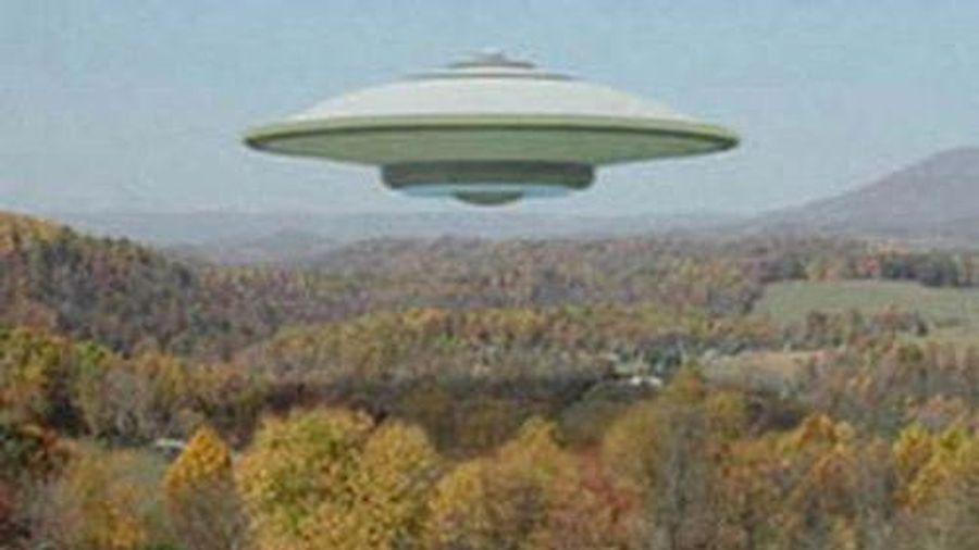 Phát hiện một đĩa bay khổng lồ trên vùng trời Anh