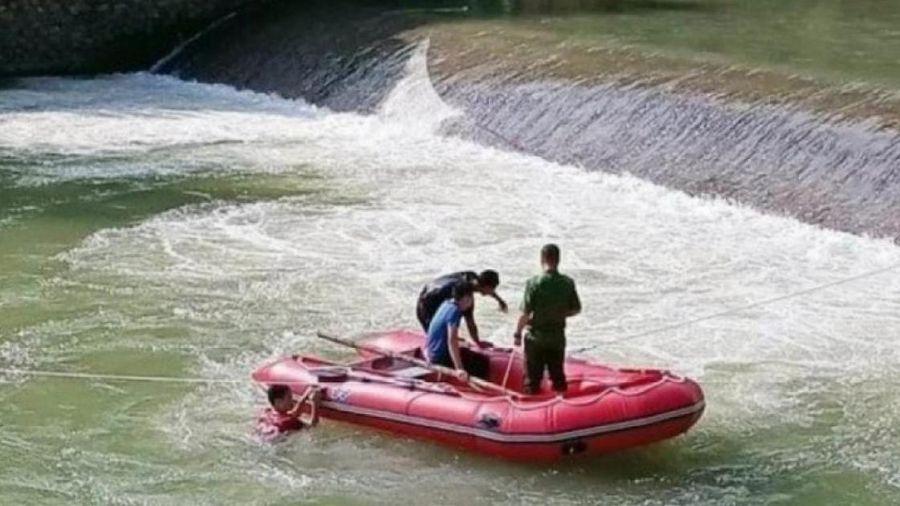 Hơn 200 người tìm kiếm nam thanh niên nghi bị đuối nước ở Sơn La