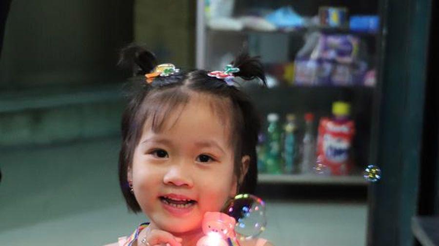 Phố lồng đèn TPHCM: Nơi người lớn níu tuổi thơ, nơi trẻ em vẽ cổ tích