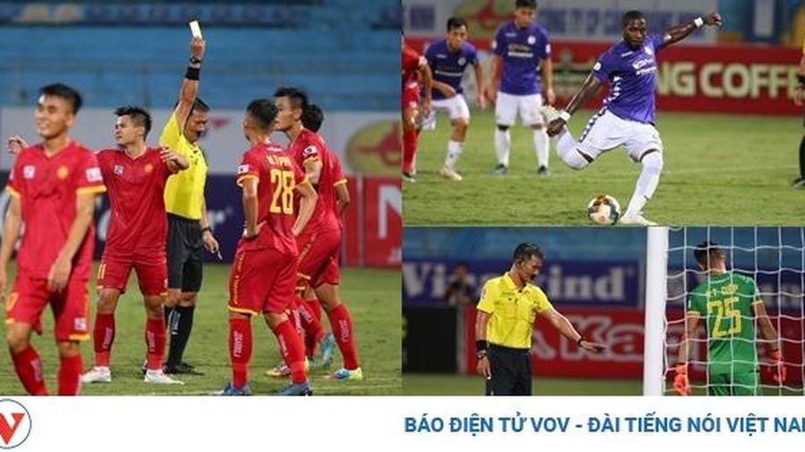 CẬN CẢNH: Quả penalty gây tranh cãi dữ dội và cái kết không ai ngờ tại Hàng Đẫy