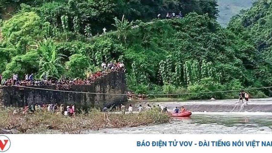 Huyện Phù Yên huy động gần 100 người tìm kiếm người mất tích ở đập tràn Huy Thượng