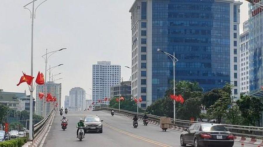 Đường phố Thủ đô rực rỡ cờ hoa chào mừng kỷ niệm 1010 năm Thăng Long - Hà Nội