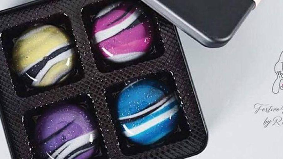 Độc lạ hộp bánh Trung thu tráng gương, mô phỏng dải ngân hà