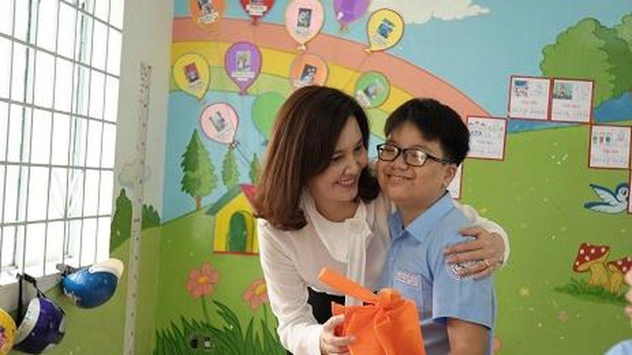 Chi hội Khoa học Tâm lý-Giáo dục mầm non Nha Trang tổ chức Vui Tết Trung thu cho trẻ em vùng khó khăn