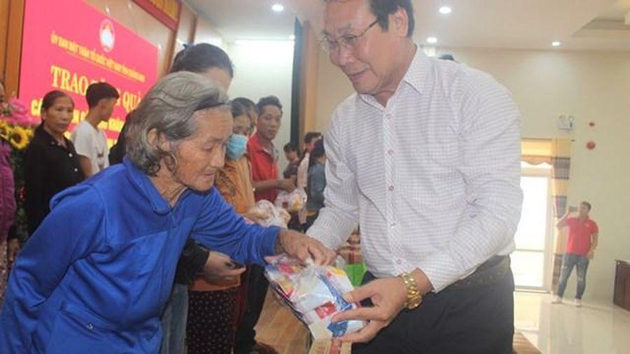 Mặt trận tỉnh Quảng Nam trao 100 suất quà cho bà con vùng lũ