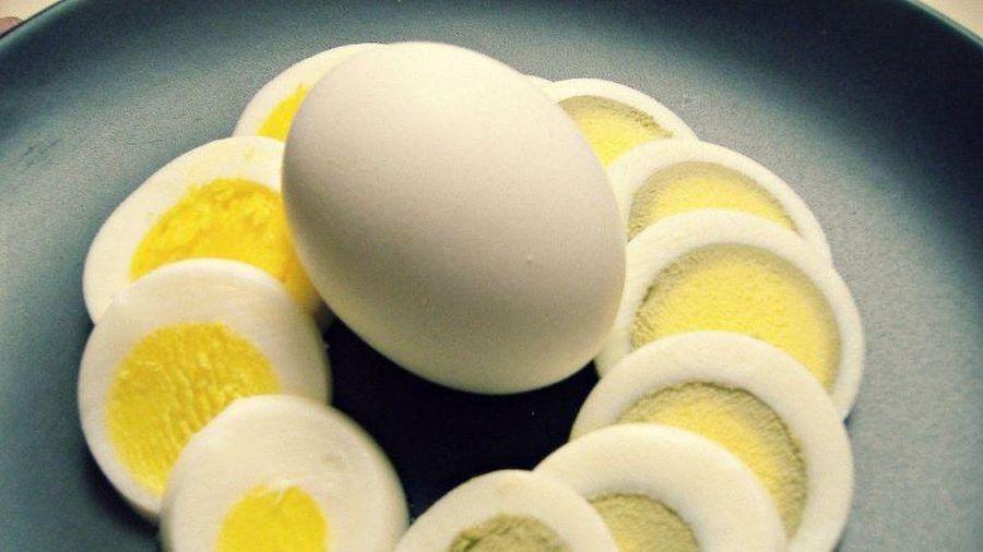 Lòng đỏ trứng có viền xanh lá cây, nên ăn hay bỏ?