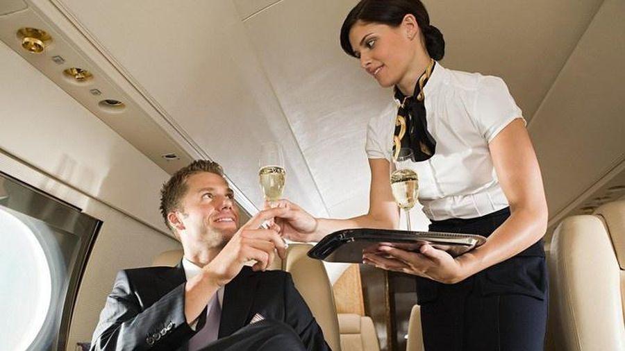 Đằng sau cuộc sống hào nhoáng của tiếp viên hàng không