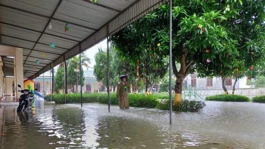 7 huyện ở Hà Tĩnh cho học sinh nghỉ học tránh lũ