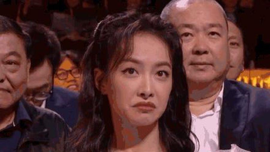 Thái độ 'coi thường' của Tống Thiến gây sốc khi thấy Triệu Lệ Dĩnh lên sân khấu trao giải Kim Ưng