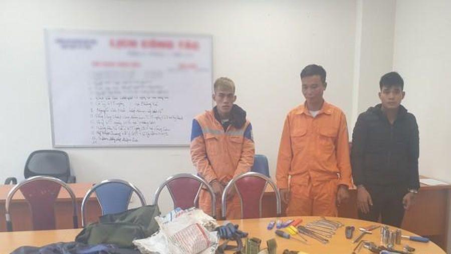 Đội lốt thợ điện cắt trộm dây cáp ở trạm biến áp