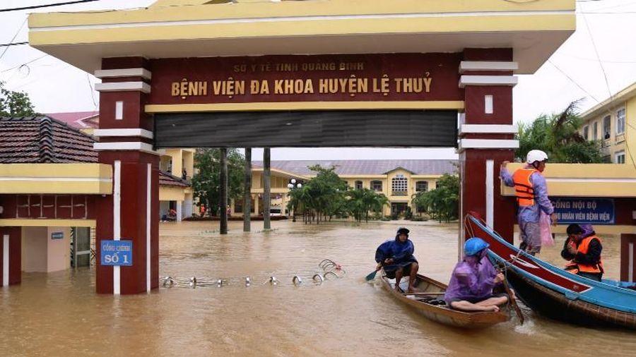 Bệnh viện Lệ Thủy, Quảng Bình bị cô lập trong lũ