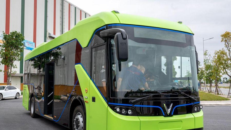 Xe buýt điện của VinFast lần đầu xuất hiện