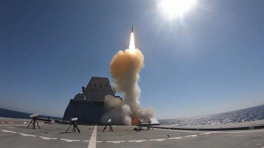 USS Zumwalt lần đầu khai hỏa sau 4 năm trang bị