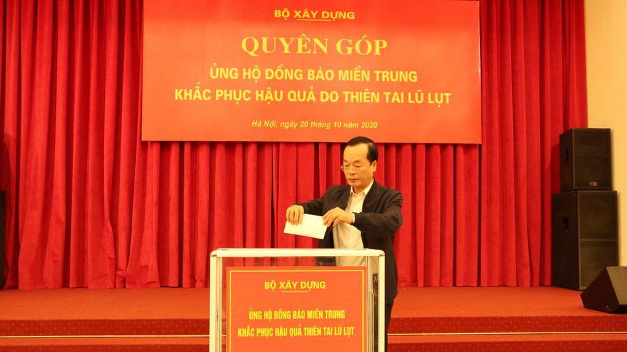 Bộ Xây dựng ủng hộ đồng bào các tỉnh miền Trung