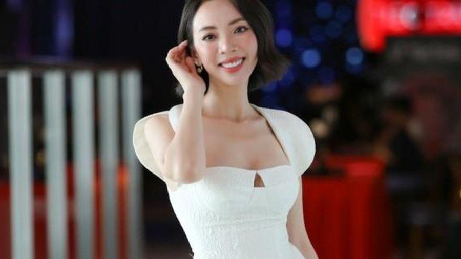 Thu Trang khổ sở vì cảnh quay 'tốc váy'