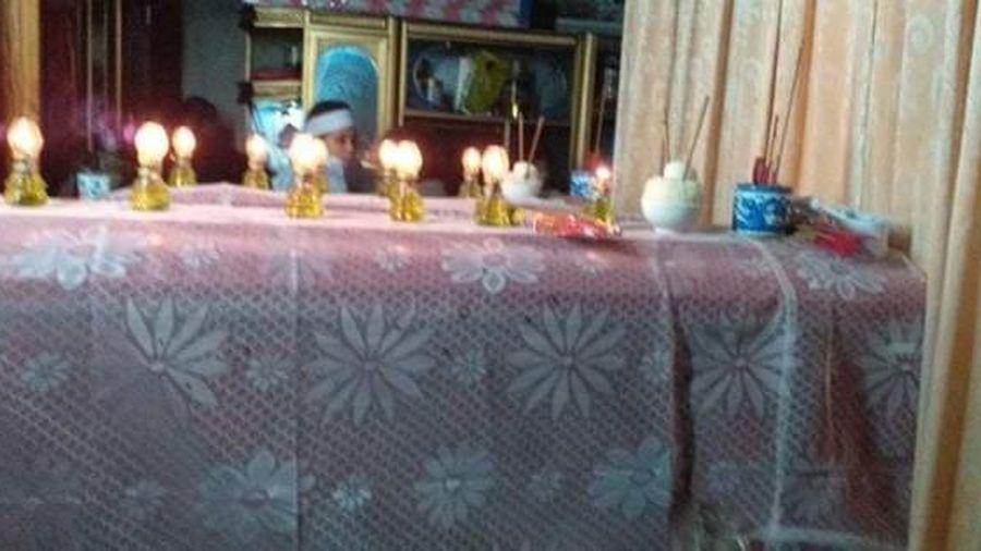 Đớn đau cảnh 2 chiếc quan tài trẻ thơ 'không có chỗ chôn' giữa biển lũ Quảng Bình