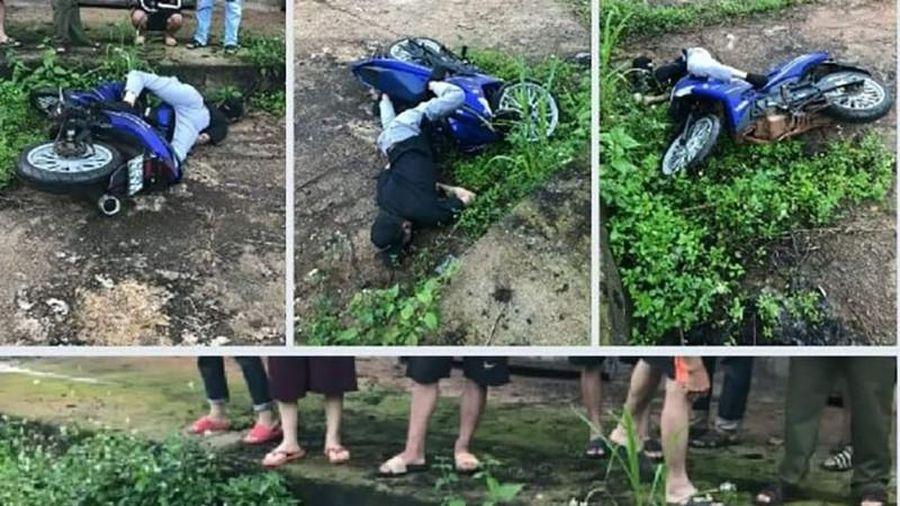 Phát hiện thi thể nam thanh niên chết cạnh xe máy ở giữa đường
