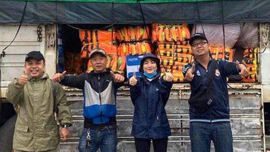 Xe từ thiện của Hòa Minzy bị ném vỡ kính vì hiểu lầm