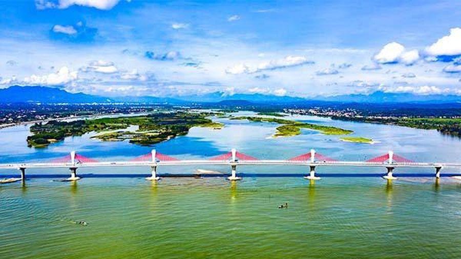 Thông xe cầu dây văng hiện đại nhất Quảng Ngãi nối đôi bờ sông Trà Khúc