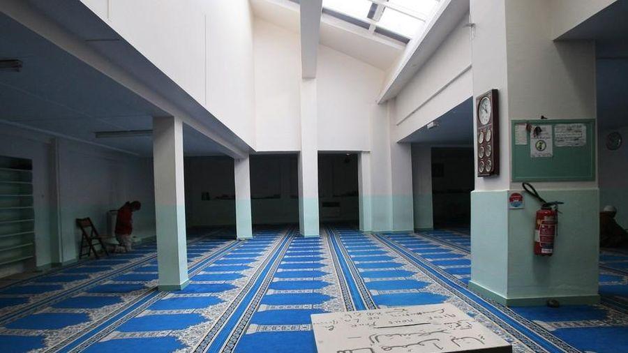 Vụ sát hại thầy giáo: Pháp đóng cửa một thánh đường Hồi giáo