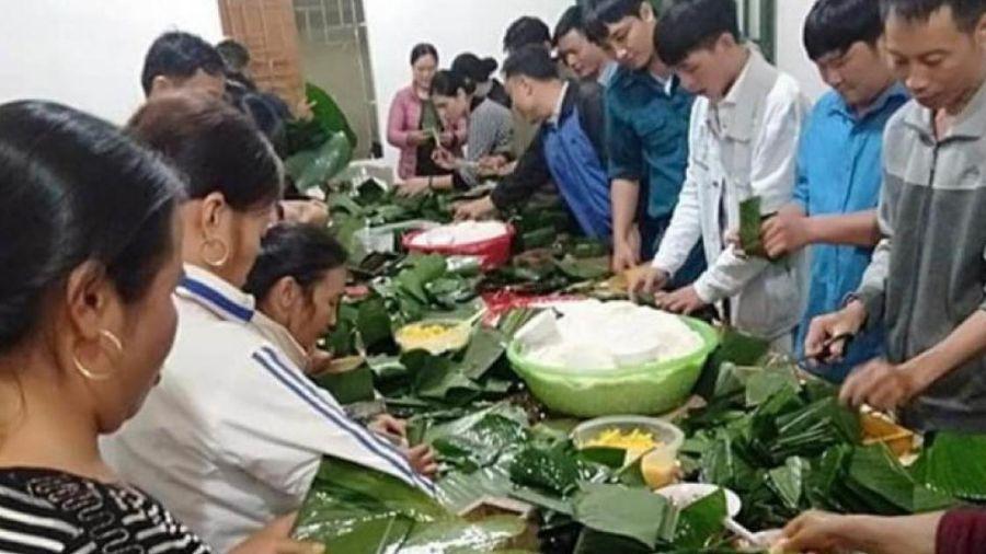 Người dân Nghệ An thức thâu đêm nấu bánh chưng gửi vùng tâm lũ