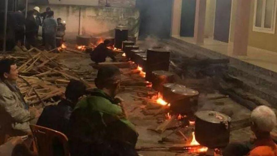 Những nồi bánh chưng ấm tình người dân xứ Nghệ 'chi viện' đồng bào vùng lũ