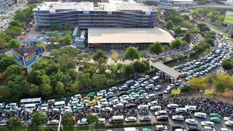 TP.HCM đề nghị Bộ Quốc phòng bàn giao đất để làm đường giảm 'tắc' ở sân bay