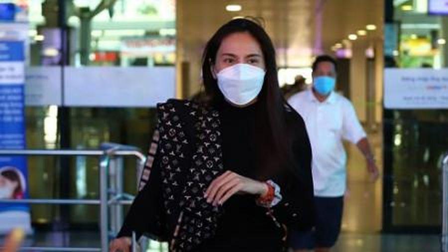 Ca sĩ Thủy Tiên trở về nhà sau 6 ngày cứu trợ bà con miền Trung