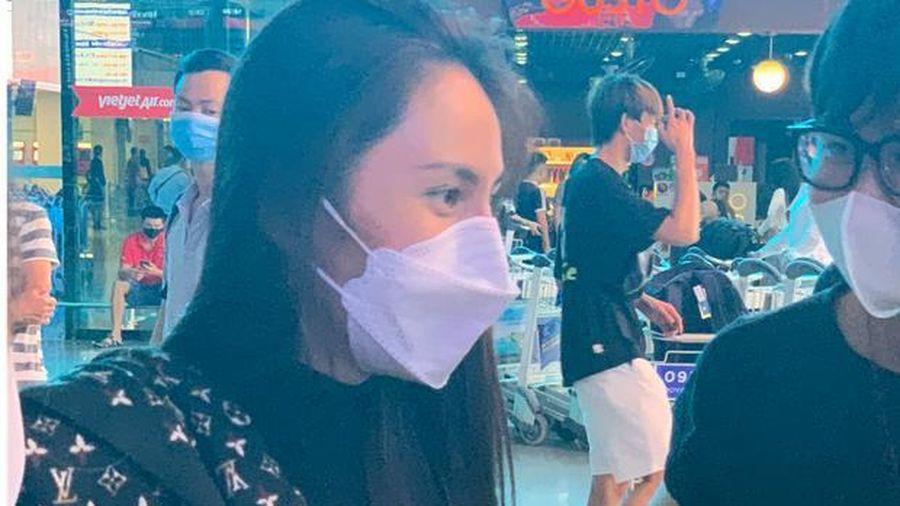 Thủy Tiên đã đáp chuyến bay về TP.HCM chiều nay sau 6 ngày cứu trợ, fan chờ đón từ sớm tại sân bay