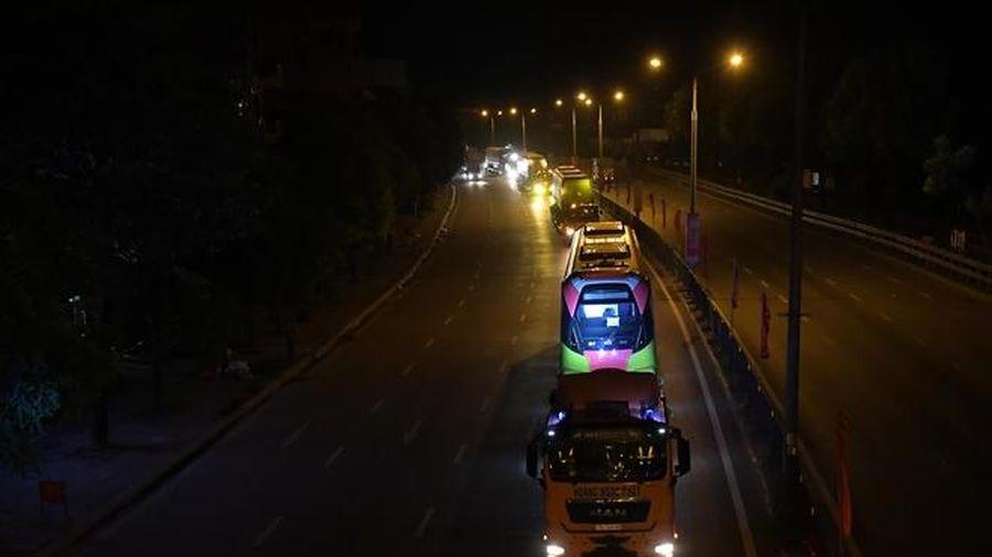 Đoàn tàu metro Nhổn - ga Hà Nội về Depot Nhổn trong đêm
