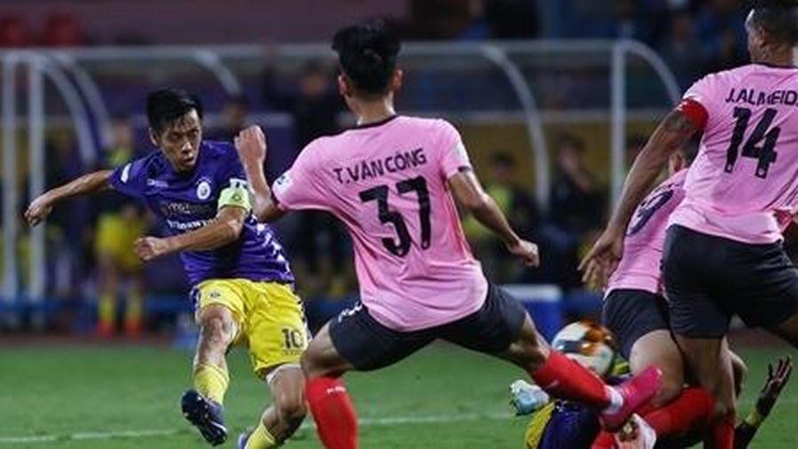 Nhọc nhằn đánh bại Hà Tĩnh, Hà Nội FC tiếp tục bám đuổi Viettel