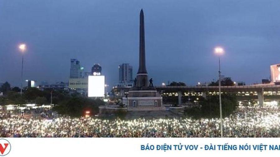 Nội các Thái Lan nhất trí họp Quốc hội bất thường về tình hình biểu tình