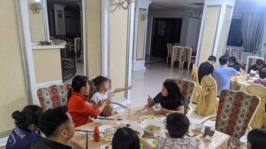 Chủ khách sạn ở Hà Tĩnh mời người dân vào ăn, ở miễn phí tránh lũ dữ