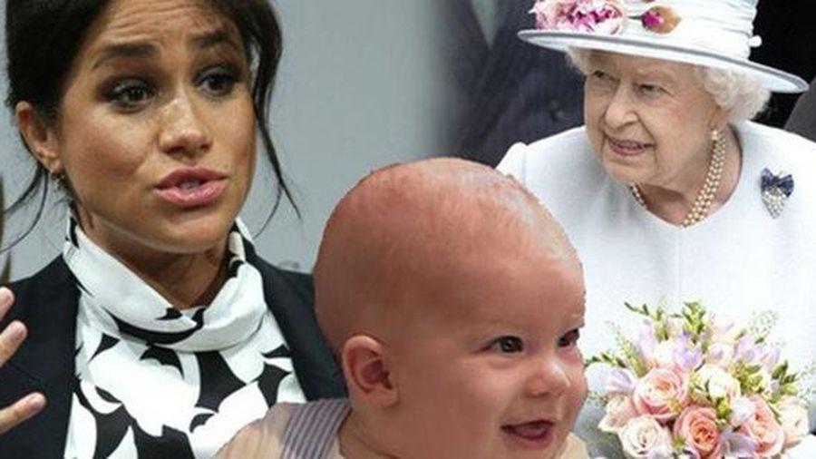 Dân mạng phẫn nộ vì vợ chồng Meghan Markle và Hoàng tử Harry không cho con trai về gặp Nữ hoàng Anh
