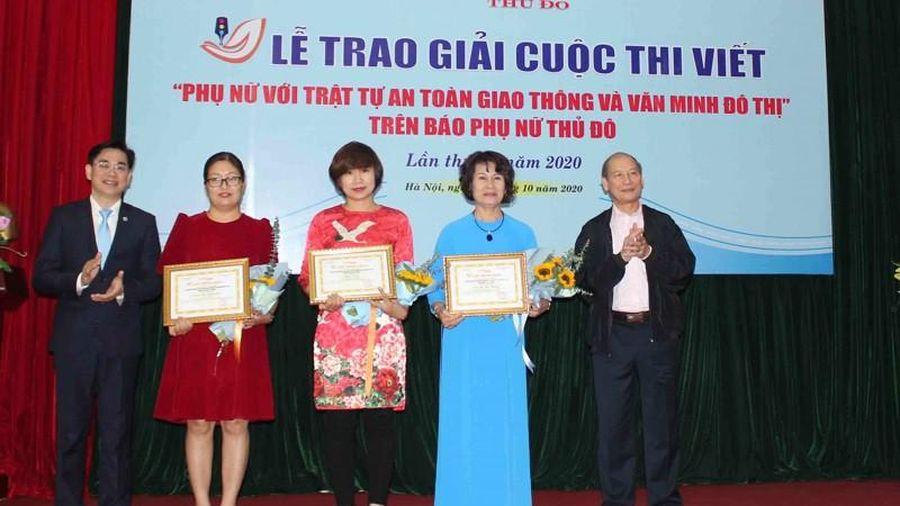 Trao giải Cuộc thi viết phụ nữ với ATGT và văn minh đô thị