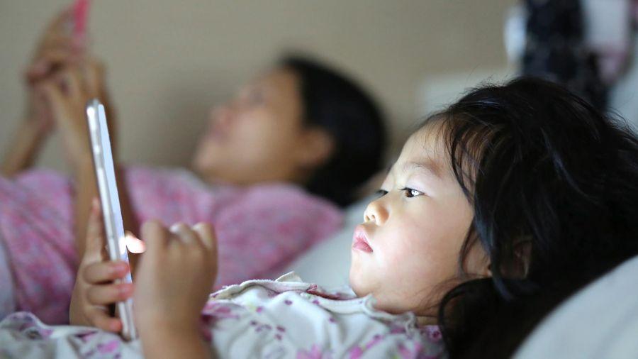 Hội chứng nguy hiểm khi trẻ nghiện smartphone