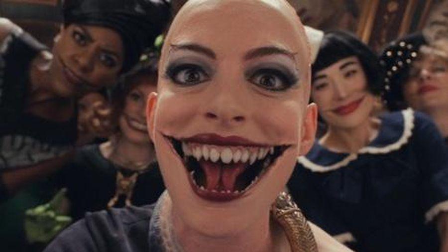 Anne Hathaway hóa trang thành phù thủy