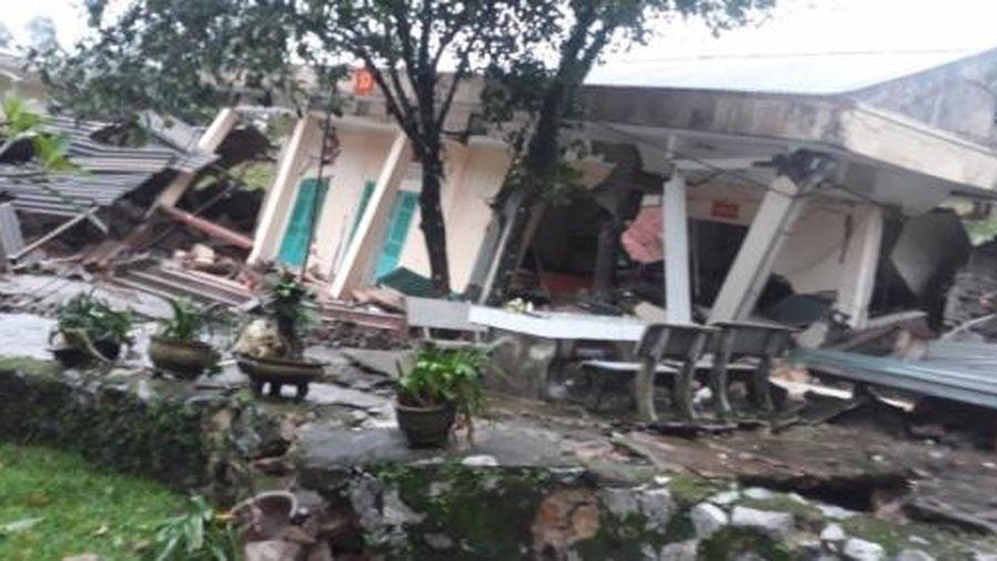 Quảng Bình: Quốc lộ 12A bị xé toang sau lũ, sập trụ sở Đồn Biên phòng