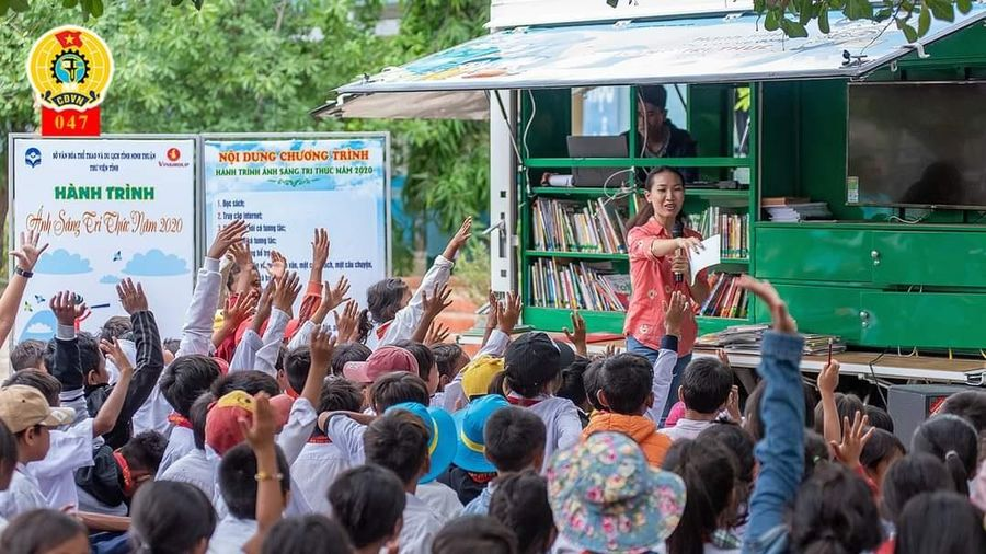 Chấn hưng văn hóa đọc từ 'Ánh sáng tri thức'