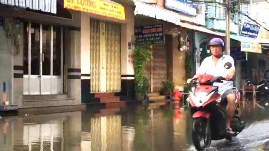 Triều cường kèm mưa lớn kéo dài, gây ngập nhiều nơi tại Bạc Liêu