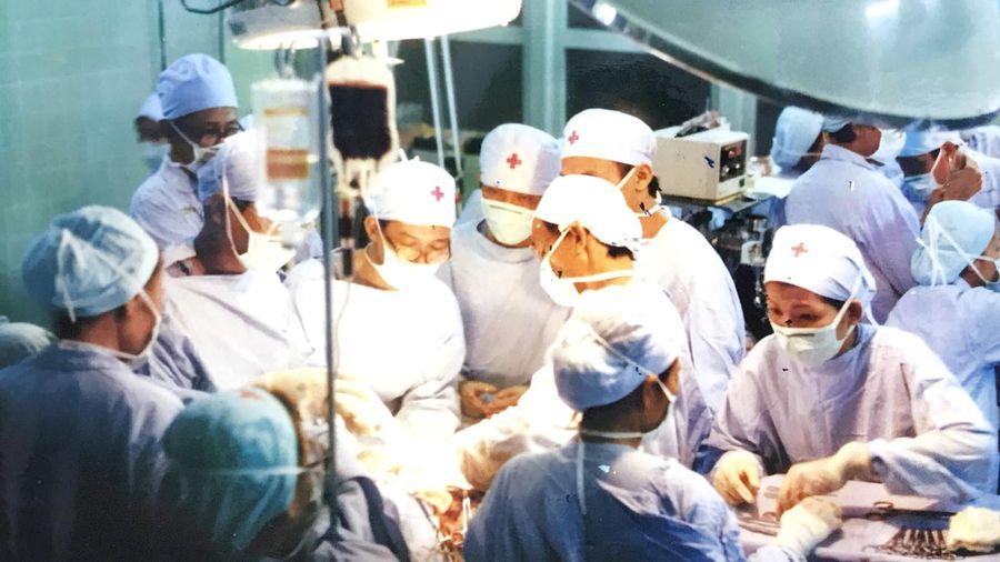 Dấu ấn y tế Việt Nam qua những ca đại phẫu thuật - Bài 2: 15 giờ làm nên kỳ tích