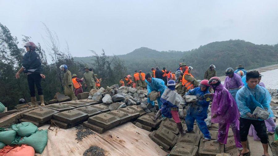 Kè biển bị sạt lở, đứt gãy nghiêm trọng ở Hà Tĩnh