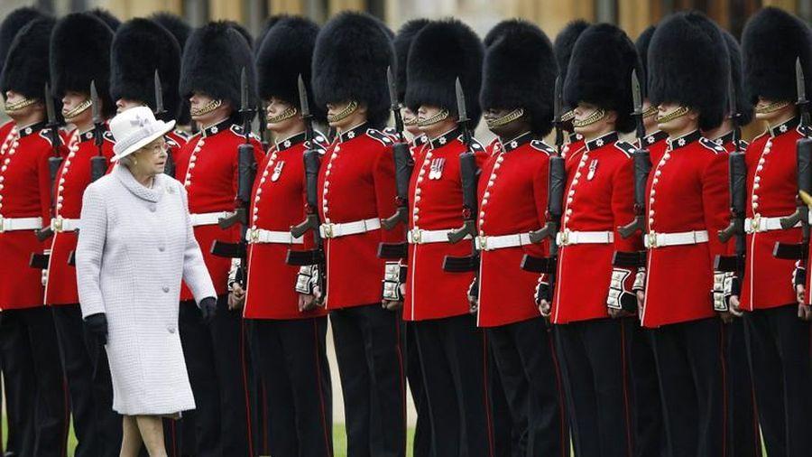 Bí mật bất ngờ đội cận vệ của Nữ hoàng Anh