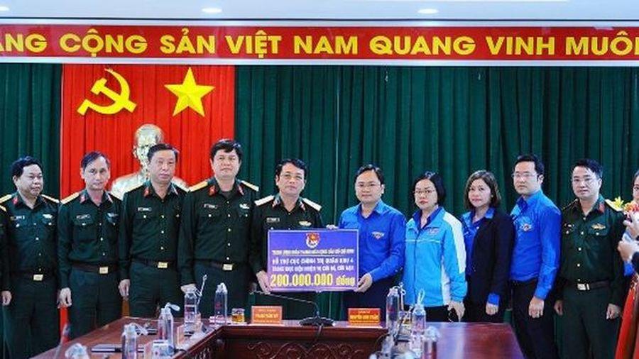 Trung ương Đoàn hỗ trợ hơn 20 tỷ đồng cho bà con vùng lũ Quân khu 4
