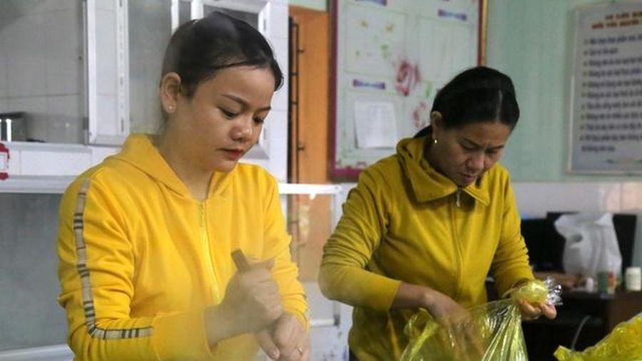 Quảng Bình: Tình người giáo viên trong lũ