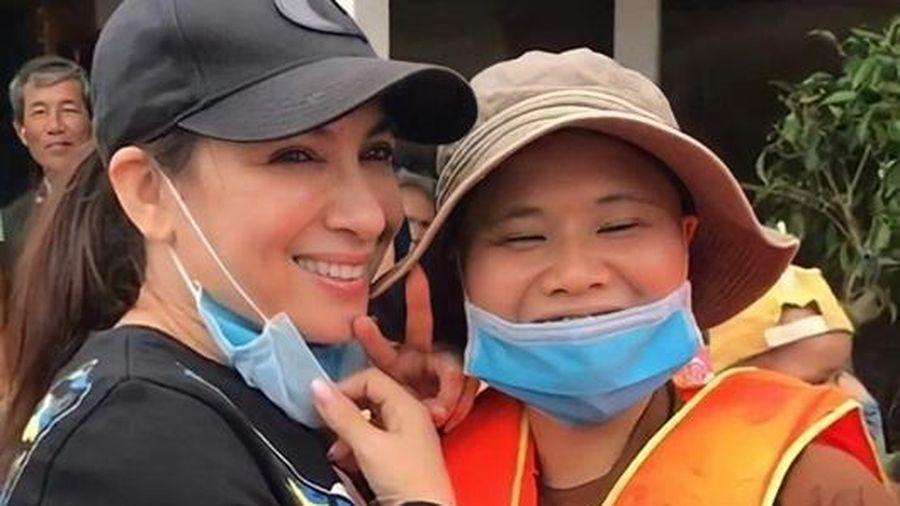 Phi Nhung bức xúc vì bị nói 'tươi cười khi đi làm từ thiện': Khóc thì được gì