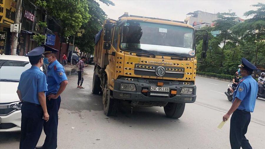 Thanh tra giao thông sẽ không được dừng xe trên đường