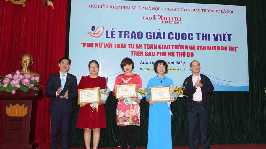 Cụ bà 70 tuổi vận động dân gom tiền làm cầu sắt giữa Hà Nội