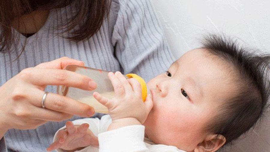 Thói quen xấu khi vệ sinh bình sữa khiến trẻ bị nôn trớ, tiêu chảy sau khi bú bình