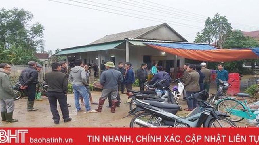 Bé trai ở Cẩm Xuyên bị tử vong trong lúc đi tránh lũ
